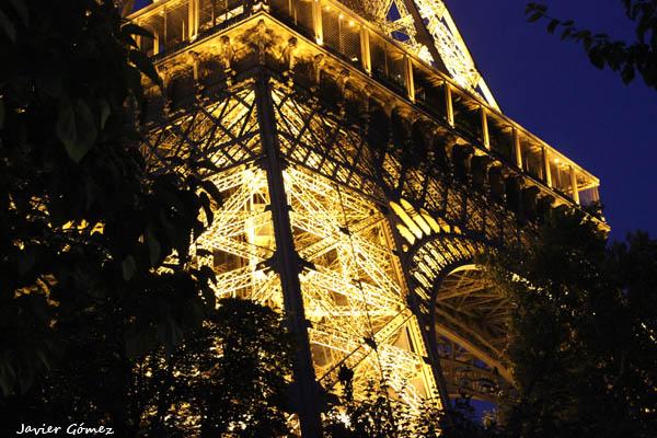torre-eiffel-3-de-noche