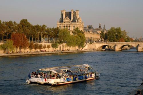 Un viaje en barco por París en el Batobus