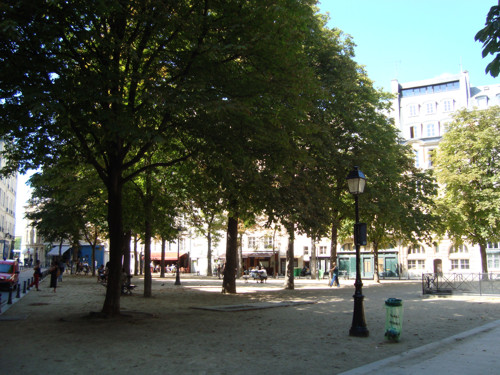 La pequeña Place Dauphine, rincón secreto de París