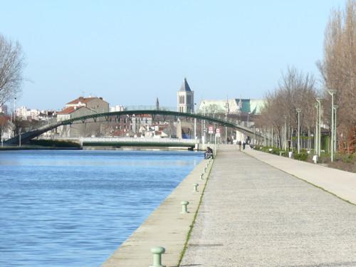 Canal Saint-Denis, en barco, en bici o a pie